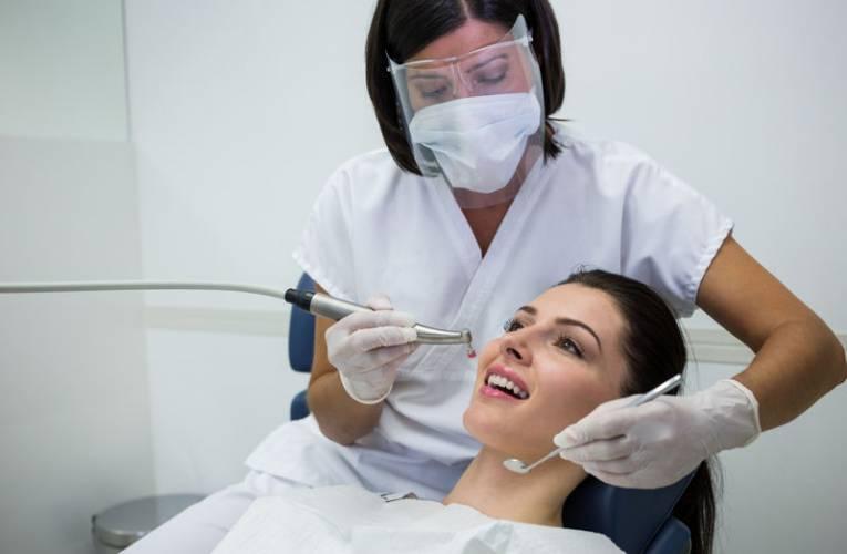 Czy NFZ refunduje usuwanie ósemek? Usuwanie zębów mądrości na NFZ