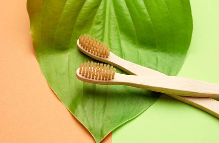 Wybielanie zębów w domu, jak się do tego zabrać?