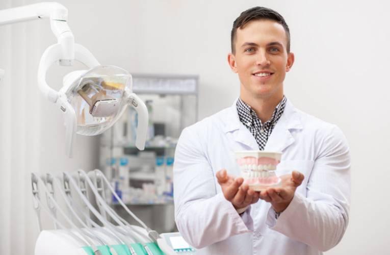 Asystentka stomatologiczna – zarobki, obowiązki, czy warto?